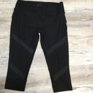 Mondetta Black Capri Pants